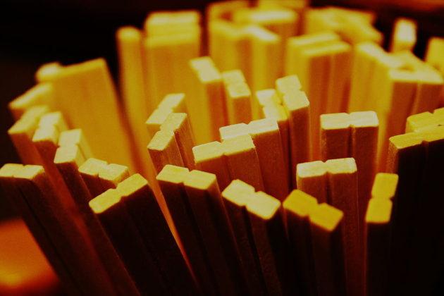 1024px-Disposable_chopsticks