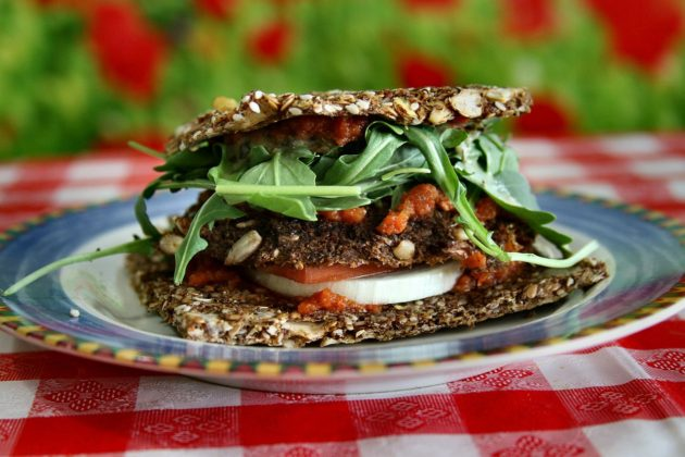 1280px-Raw_Vegan_Veggy_Patty