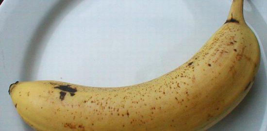 2079-closeup-of-a-banana-on-a-white-plate-pv