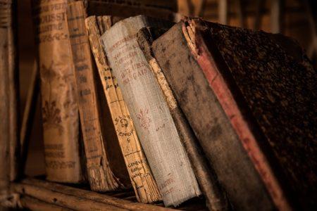本old-books-436498_640
