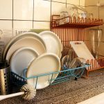 800px-Dishes_in_a_dutch_kitchen