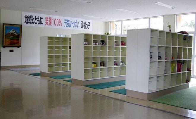 800px-Hitane_es.entryway