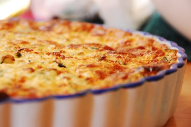 Grandma's_Quiche_in_bakeware_pan