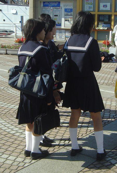 Japanese_school_uniform_dsc06051