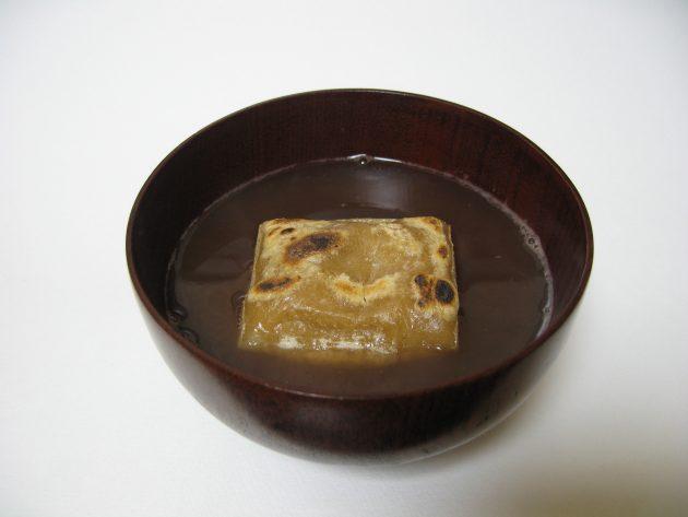 Japanese_shiruko_with_rice_cake