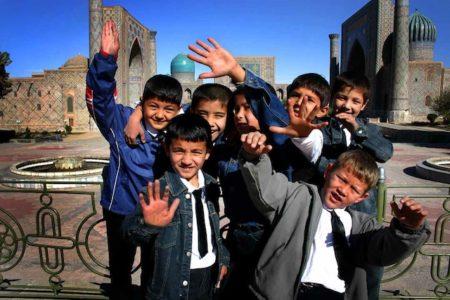 Young_Uzbekistani_boys_at_a_mosque_in_Uzbekistan