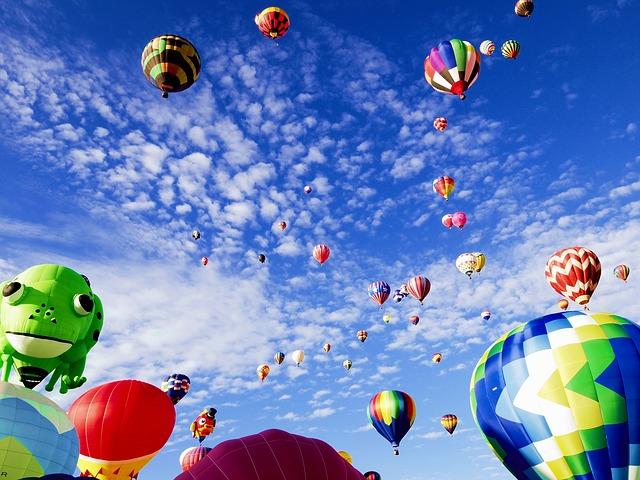 balloon-fiesta-1746495_640