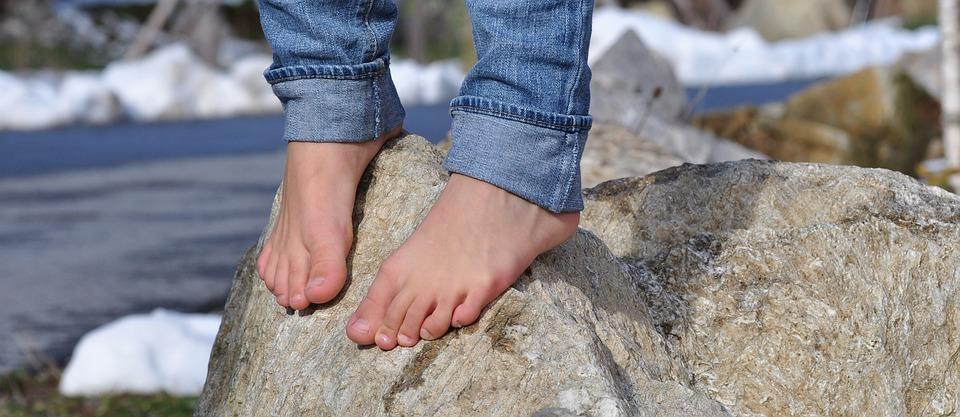 barefoot-504140_960_720