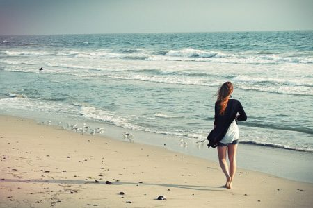beach-woman-1149088_640