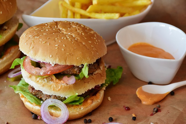 burger-2762431_640