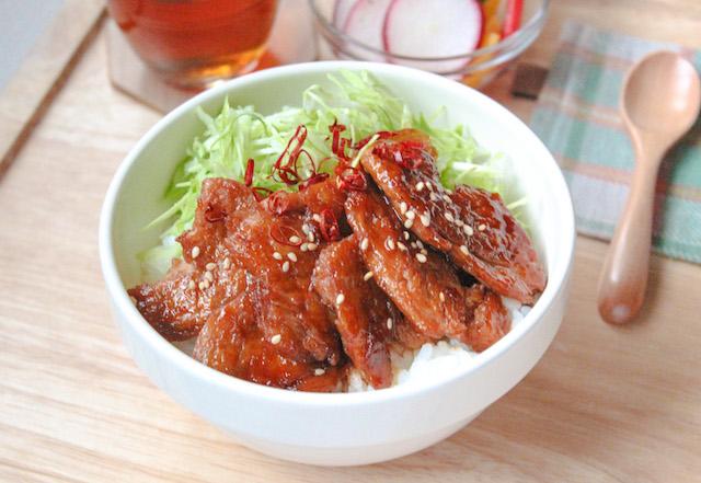バラ肉タイプの甘辛豚バラ丼