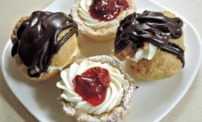 chocolate-cream-puffs-943734_960_720
