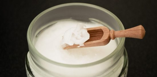 coconut-oil-on-wooden-spoon-2090580_960_720