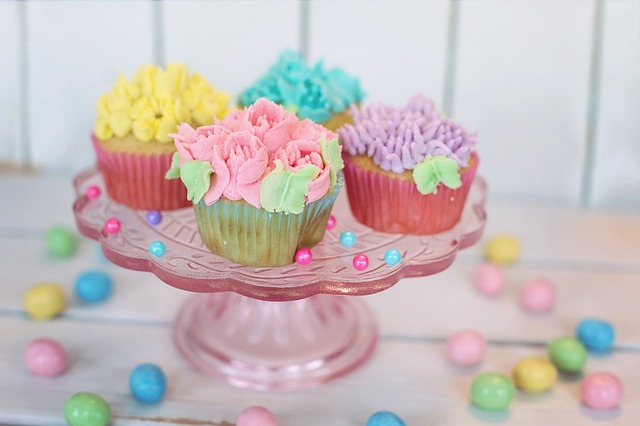 cupcakes-2209476_640