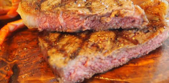 delicious-delicious-steak-medium-rare-1026446