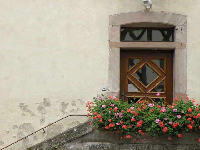 door-612735_640