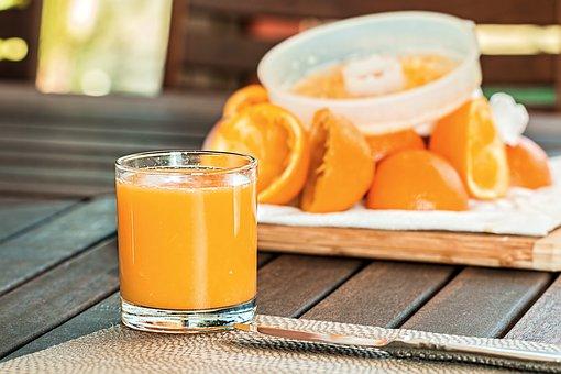 fresh-orange-juice-1614822__340