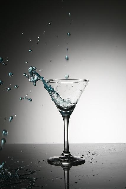 glass-1221255_640