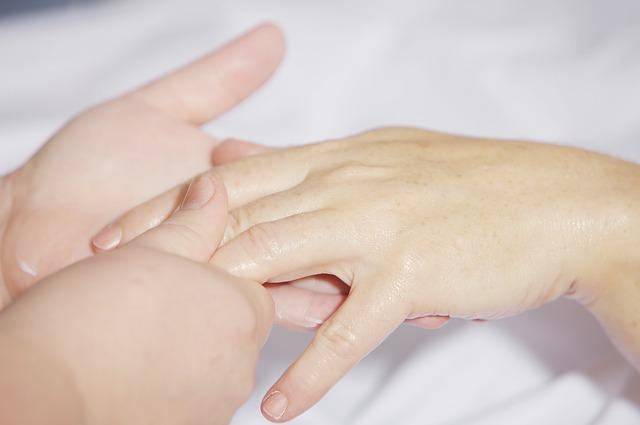 hand-massage-2133272_640