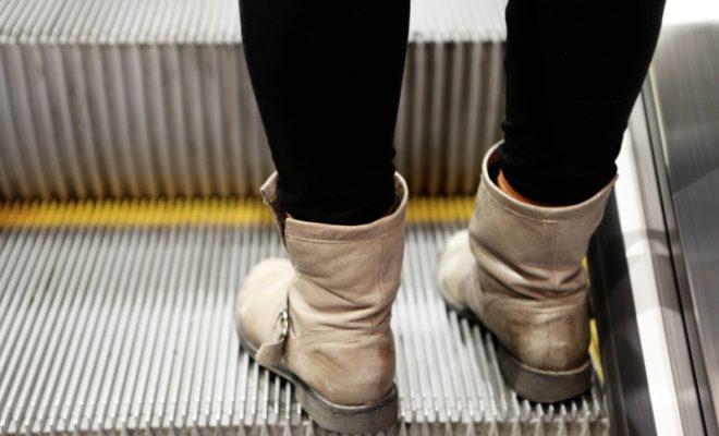 hand-shoe-girl-woman-feet-steps-1087313-pxhere.com