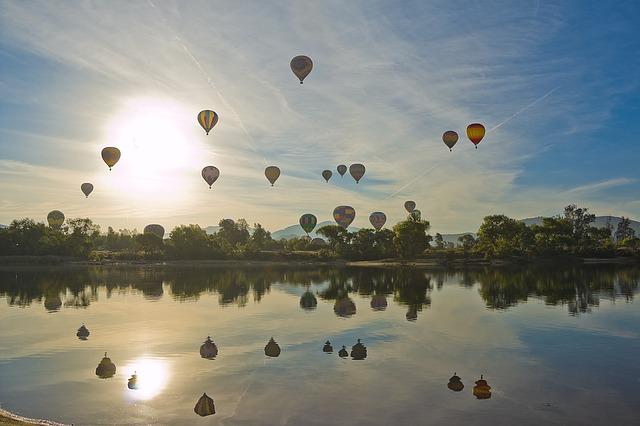 hot-air-balloon-1443342_640