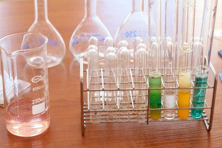 laboratory-1009190_640