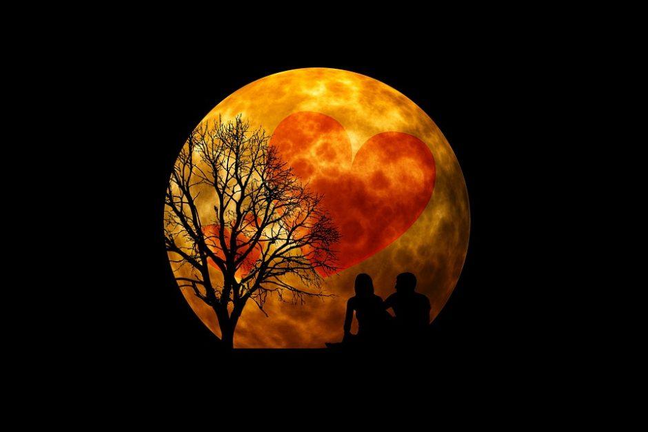 moon-3083104_960_720