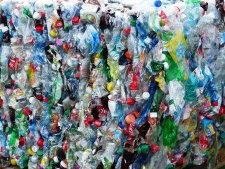 plastic-bottles-115082_960_720