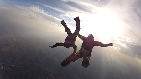 skydive-101771_640