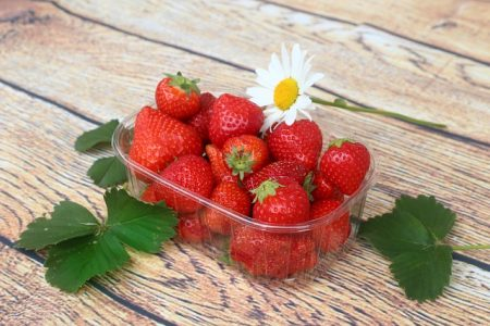 strawberries-3412954_640