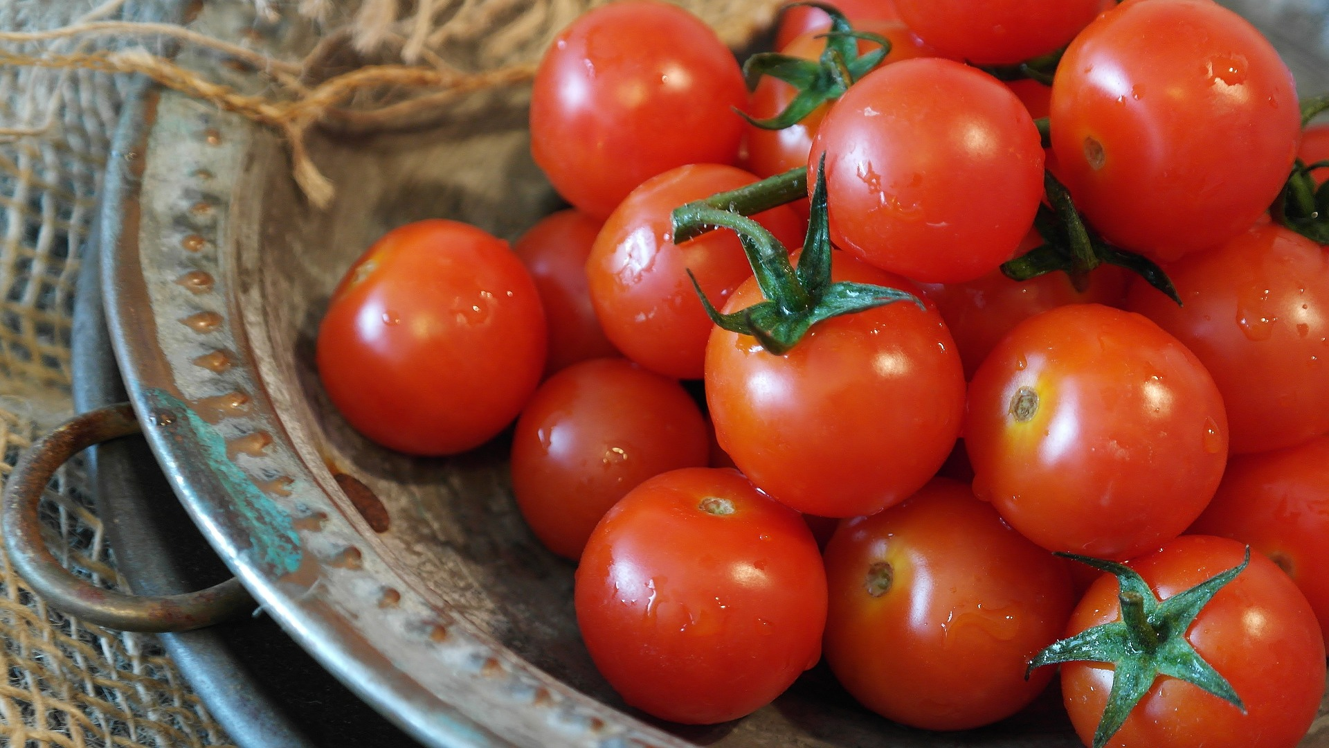 tomatoes-2559809_1920