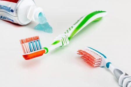 toothbrush-3191097_960_720