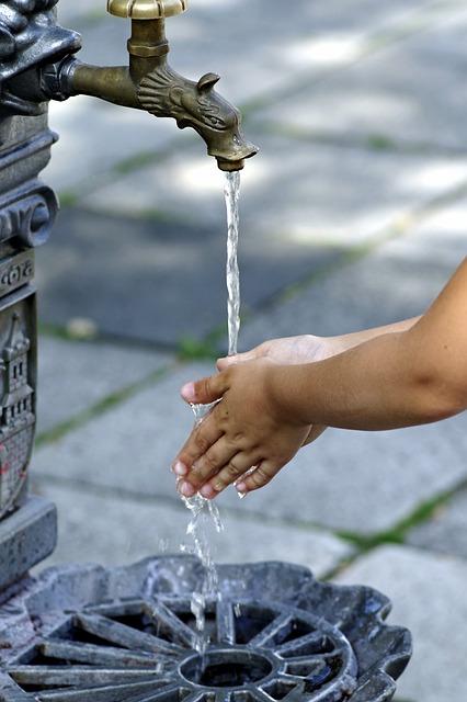 wash-hands-2657635_640