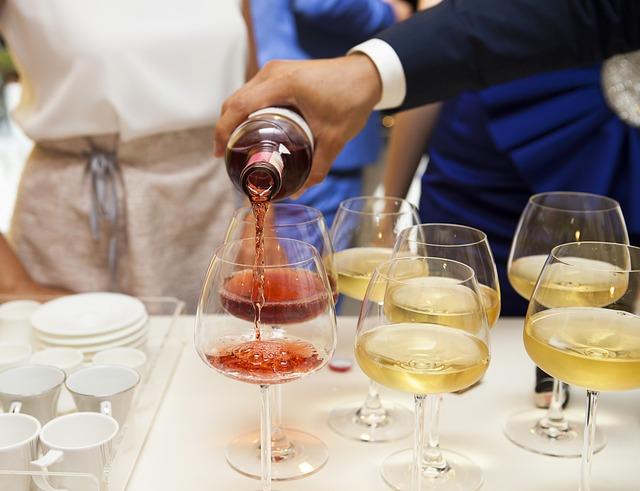 wine-2373500_640