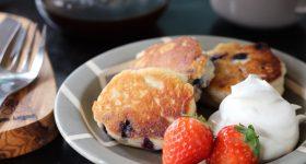 ミックス粉がなくても簡単に再現。砂糖、乳製品、卵不使用!しっとりフワフワ美味しい「甘酒パンケーキ」の作り方。