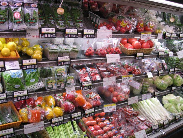スーパーの野菜コーナー 2008 (2785121488)