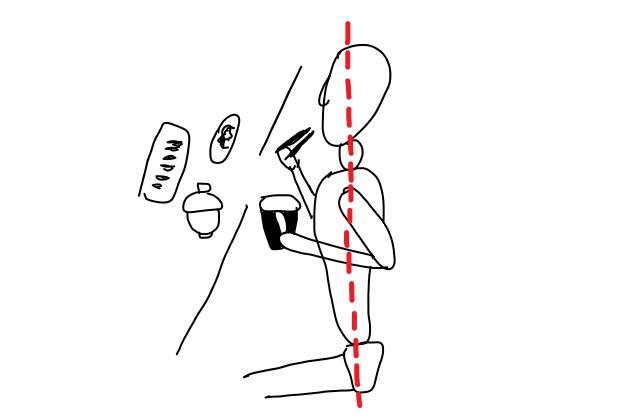 (2)口元に運ぶときも基本の姿勢を保つ