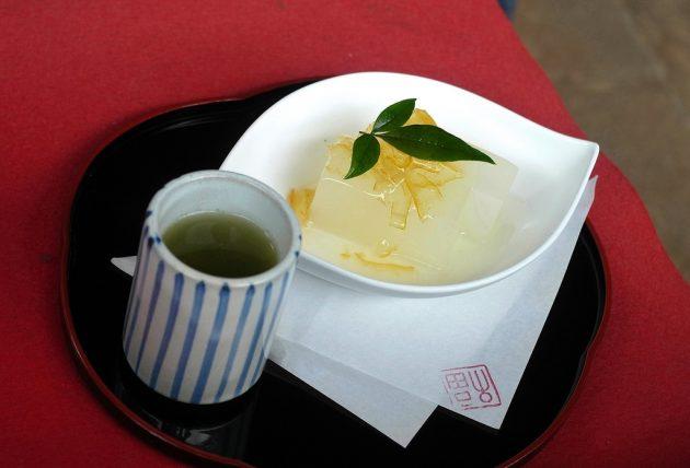 円覚寺の茶店で柚子寒天
