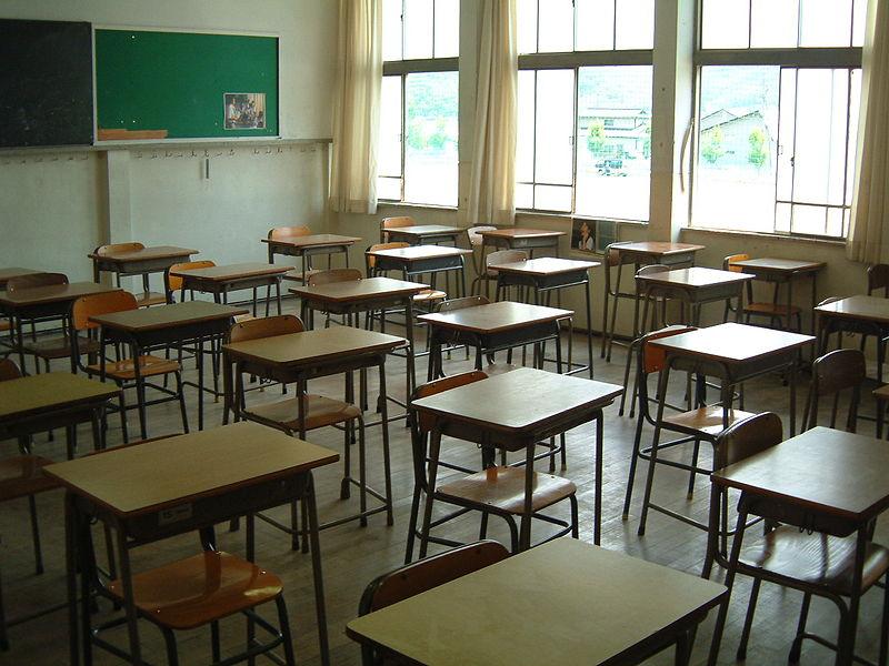 800px japanese high school classroom