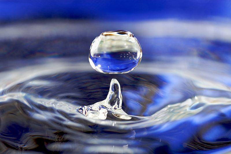 800px water drop 001