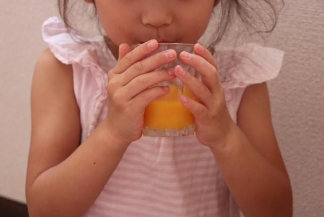 子どもが飲む