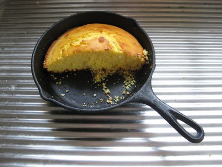 Cornbread_in_cast_iron_pan
