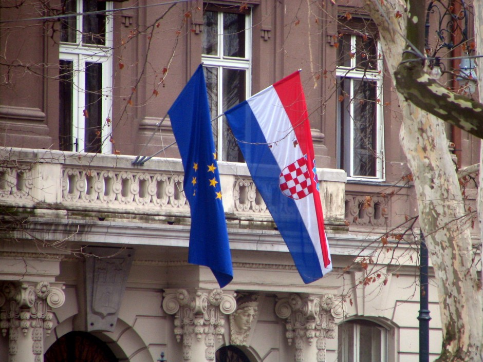 Croatia_EU_flags