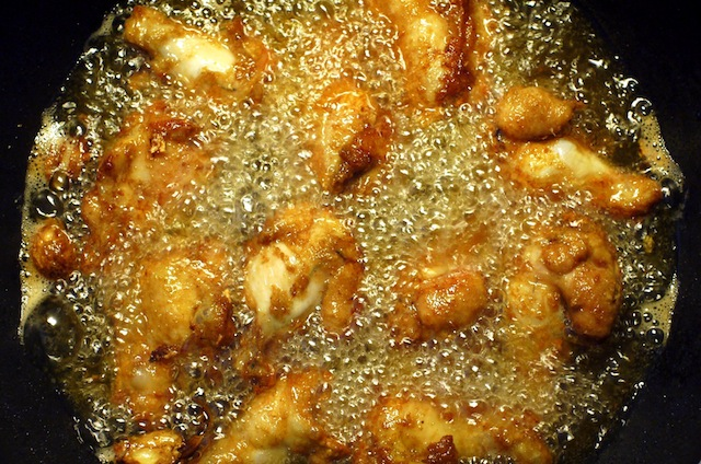 Deep_frying_chicken_upper_wing