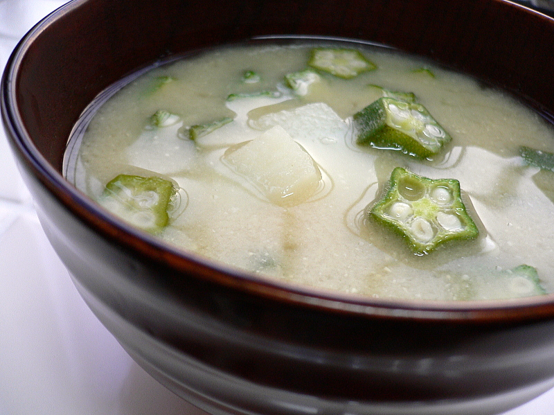 Miso_soup_with_okra_and_nagaimo_by_yomi955