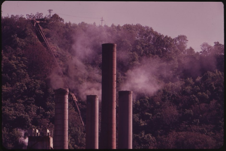 SMOKESTACKS_OF_THE_DUPONT_BELLE_WORKS_ON_THE_KANAWHA_RIVER._PHOTOGRAPH_WAS_TAKEN_FROM_MARMET_ON_THE_OTHER_SIDE_OF_THE..._-_NARA_-_550997