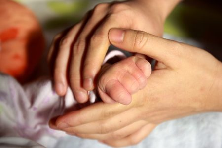 baby-hand-847819_640