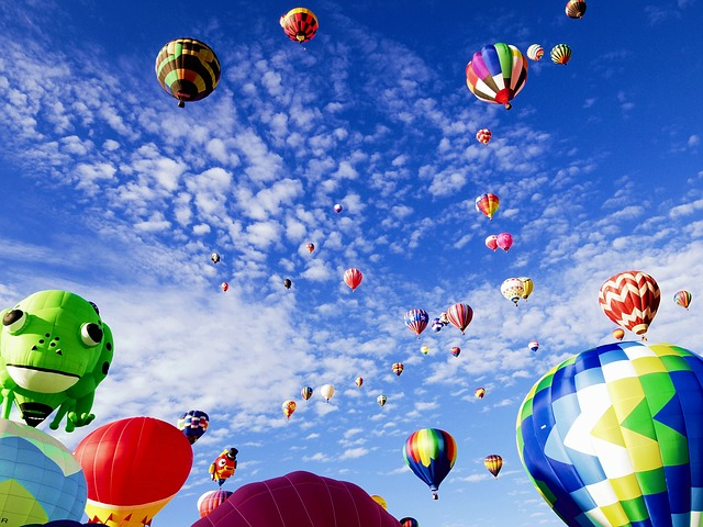 balloon-fiesta-1746495_640