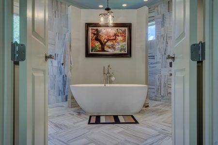 bathroom-1597027_640