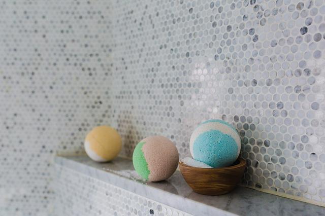 bathroom-2562370_640